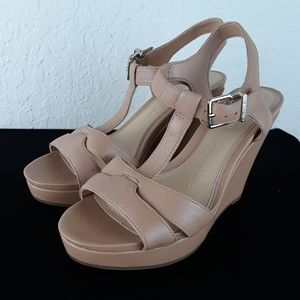 Gianni Bini Like New Wedge Sandals 8M Leather